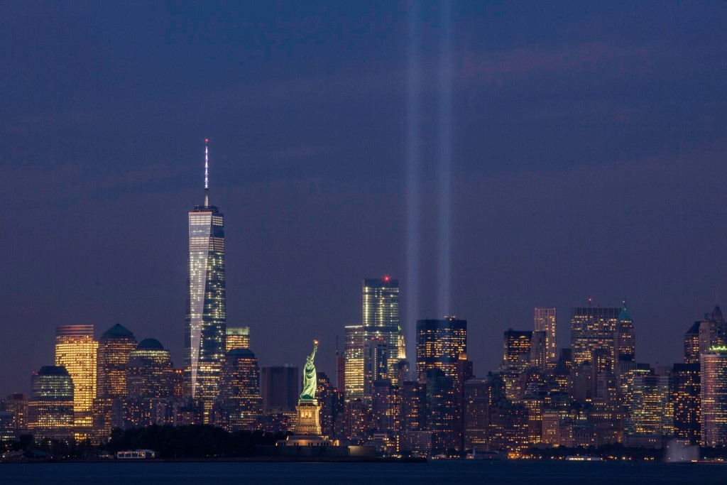 September_11th_Tribute_in_Light_from_Bayonne,_New_Jersey
